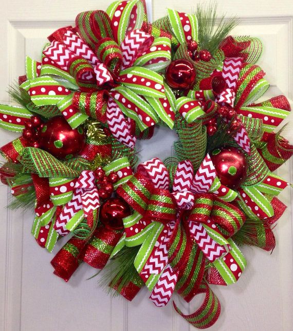 33 Festive Christmas Wreaths You Can Easily DIY November 19, By Elisabeth Kruger 3 Comments There's no doubt that you're starting to feel the Christmas spirit (and madness) as you start to get your tree, decorations, cards, and presents in order.