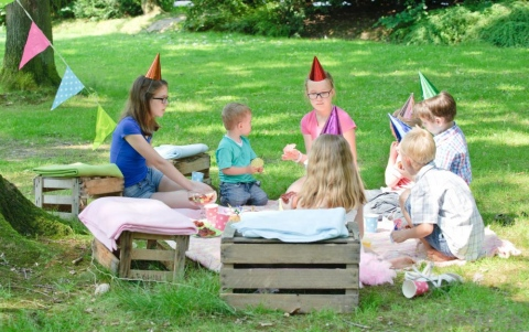 How a nanny could help you organise your children\'s garden party
